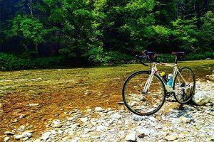 Bicicleta en el río