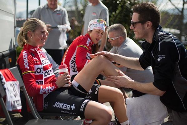 Masaje pre-competitivo en ciclismo