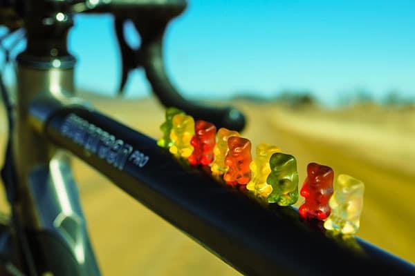 Como evitar los antojos y atracones que pueden sabotear tu rendimiento ciclista