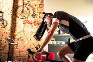 Cómo mantenerte hidratado en tus entrenamientos de rodillo