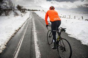 ¿Por qué rodamos más lento con el frío?