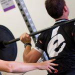 Cómo integrar el trabajo de fuerza durante el período de carreras